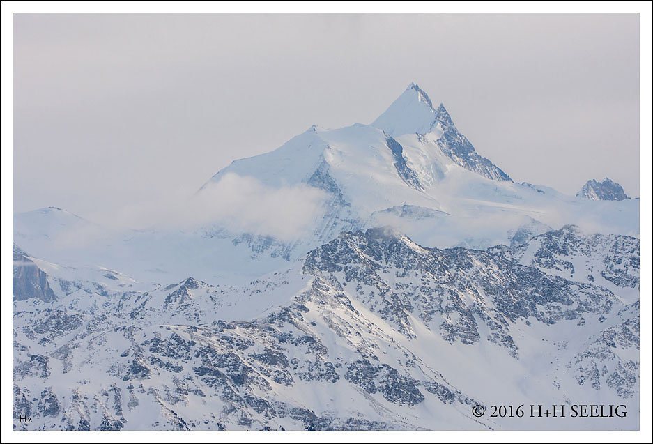 Verschneite schweizer Alpen